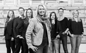 Hamburg, DEU, 19.02.2016: KahnEvents GmbH, Tel 0049 40 88 88 27 30; das KE-Team ACHTUNG HONORARPFLICHTIG – KEIN VERTRAGSFOTOGRAF | Hamburg, GER, 19.02.2016: KahnEvents GmbH, the KE team | [ © Stefan Malzkorn, Steinbeker Strasse 14, 20537 H a m b u r g, Tel.: +49-40-345402; www.malzkornfoto.de malzkorn@malzkornfoto.de , Kontoverbindung bitte beim Fotografen erfragen - Banking Link: please get in touch with us for our banking details. www.freelens.com/clearing, Steuer-Nr: 42/152/01106 Finanzamt Hamburg am Tierpark, KSK-Nr. 39040963M007. Verwendung nur gegen Namensnennung, Honorar und Beleg - Presseveroeffentlichungen in DEU zzgl. 7% Mwst auf grundlage der MFM; bei Verwendung des Fotos ausserhalb journalistischer Zwecke bitte Ruecksprache mit dem Fotografen halten. Soweit nicht ausdruecklich vermerkt werden keine Modellfreigabe-, Eigentums-, Kunst- oder Markenrechte eingeraeumt. Die Nutzungen erfolgt ausschliesslich auf Grundlage meiner unter www.malzkornfoto.de/webseite_neu/agbs/agb_dt.pdf einsehbaren Allgemeinen Geschaftsbedingungen (AGB) publication only with royalty payment, credit line, and print sample. Unless especially stated: no model release, property release or other third party rigths available. No distribution without our written permission.] [#0,26,121#]